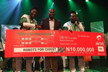 CEO/MD, Airtel Nigeria, Segun Ogunsanya (m) presenting the cheque of N10 Million to Robots for Christ, Winners of Nigeria's Got Talent (NGT) season 2 at the grand finale of the NGT 2 at the Dream Studios in Lagos at the weekend.